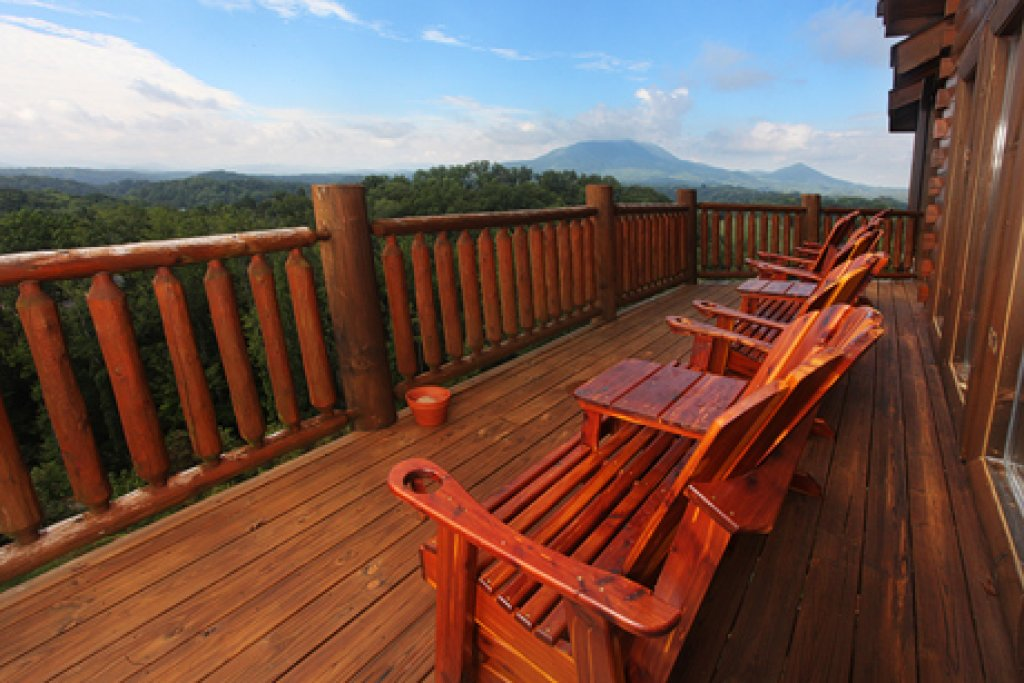 Photo of a Sevierville Cabin named Serenity Mountain Pool Lodge - This is the forty-sixth photo in the set.