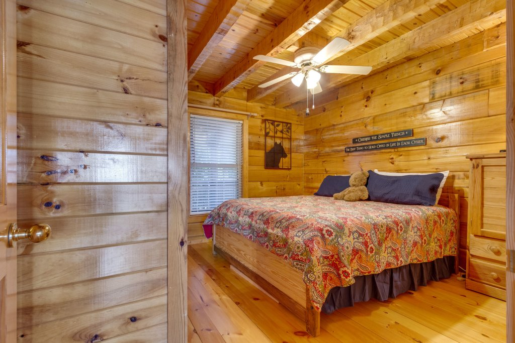 Photo of a Sevierville Cabin named Kickin' Back Jack - This is the fourth photo in the set.