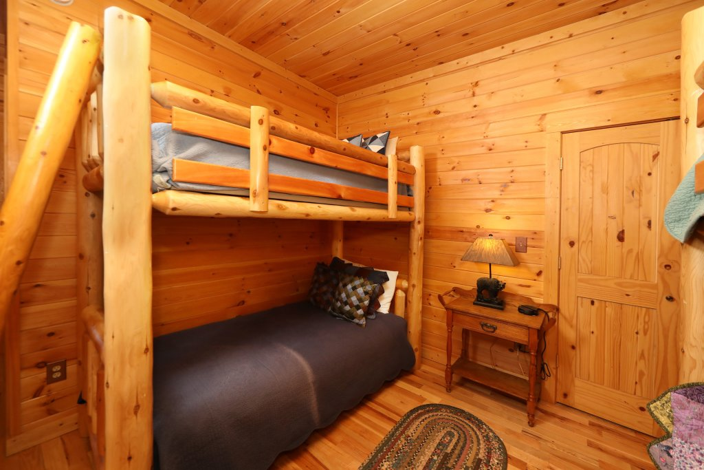 Photo of a Gatlinburg Cabin named The Lodge Of Gatlinburg - This is the thirty-first photo in the set.