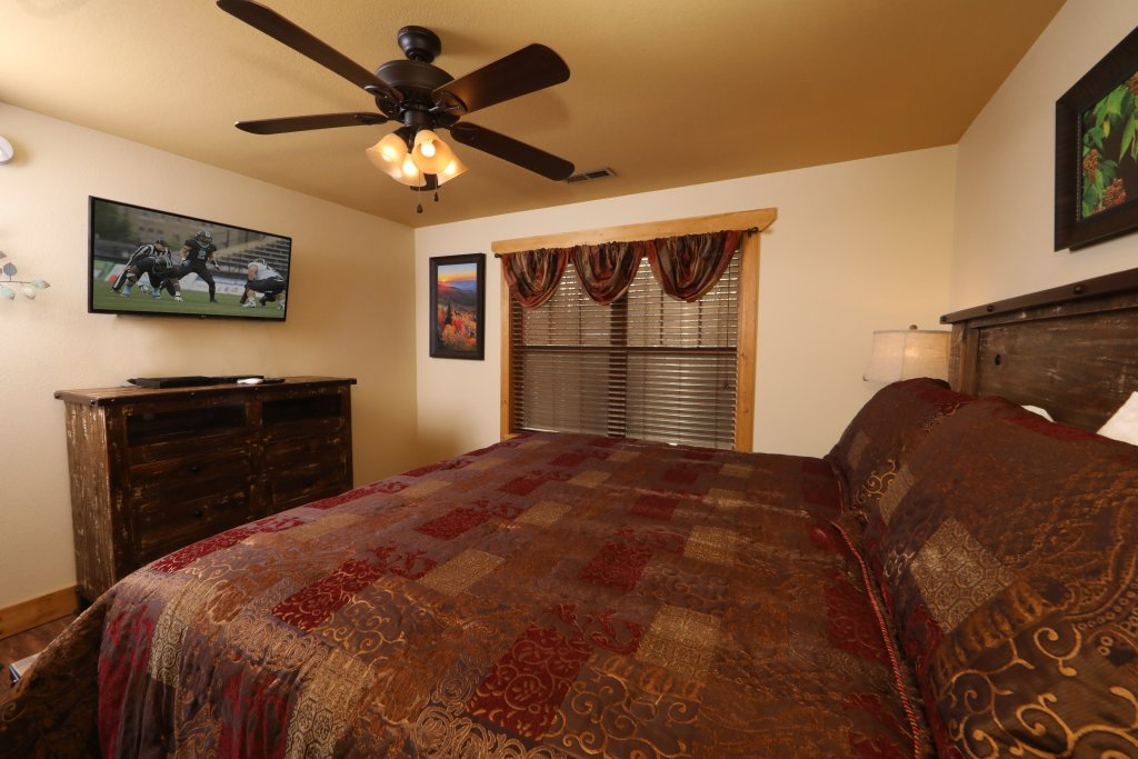 Photo of a Gatlinburg Chalet named Aqua Paradise - This is the sixteenth photo in the set.