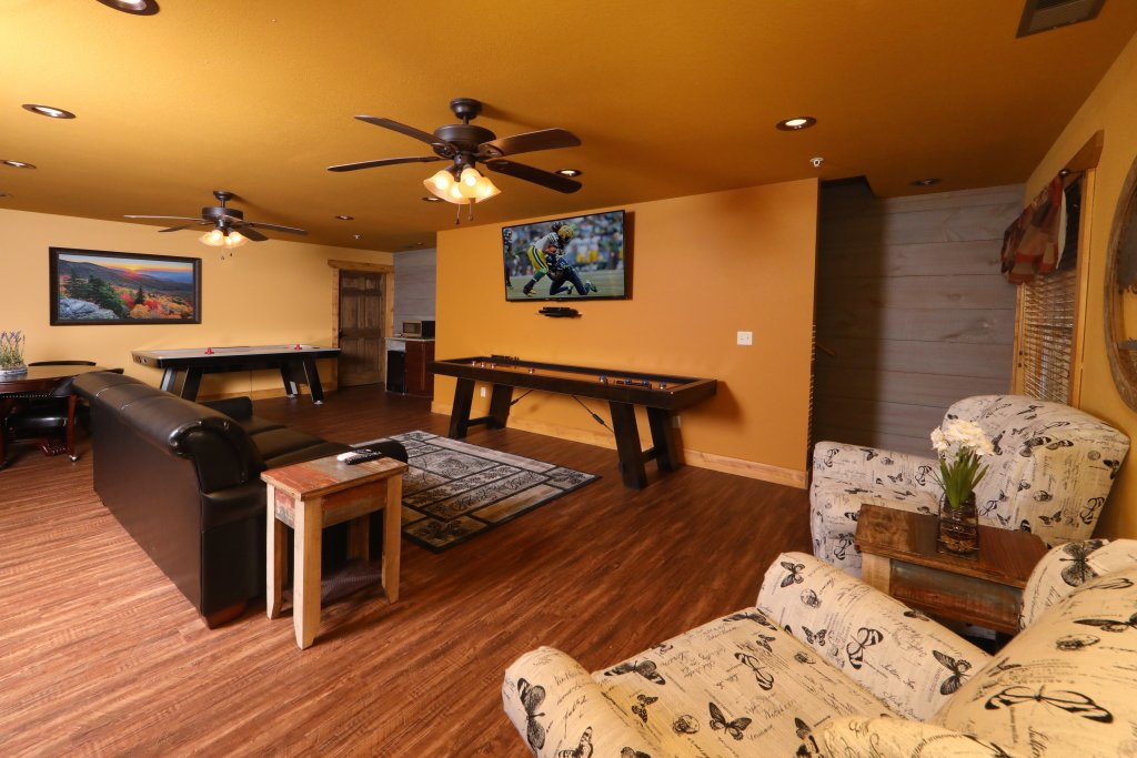 Photo of a Gatlinburg Chalet named Aqua Paradise - This is the fortieth photo in the set.