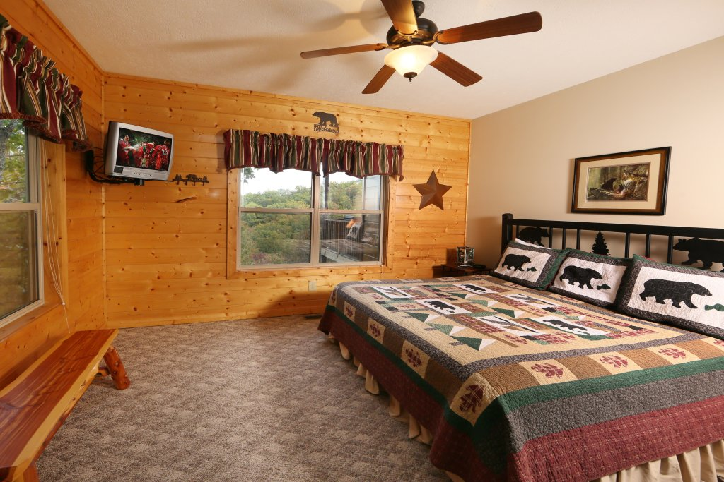 Photo of a Sevierville Cabin named Mountain Shadow Lodge - This is the eleventh photo in the set.