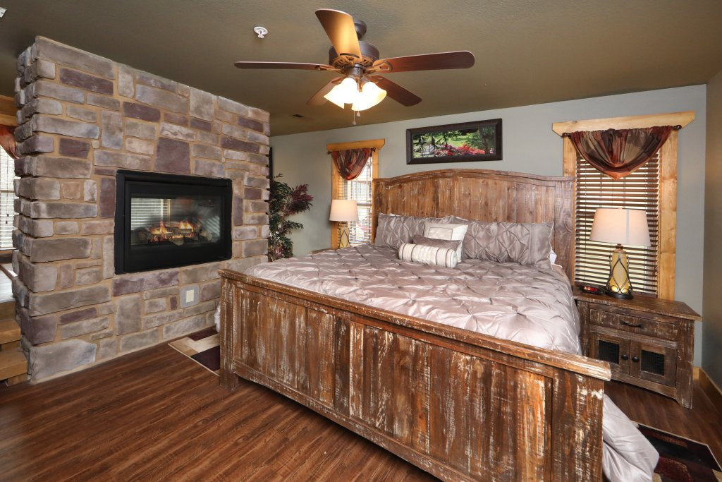 Photo of a Gatlinburg Chalet named Aqua Paradise - This is the eighth photo in the set.