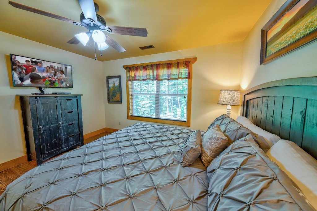 Photo of a Gatlinburg Chalet named Break Time - This is the sixteenth photo in the set.