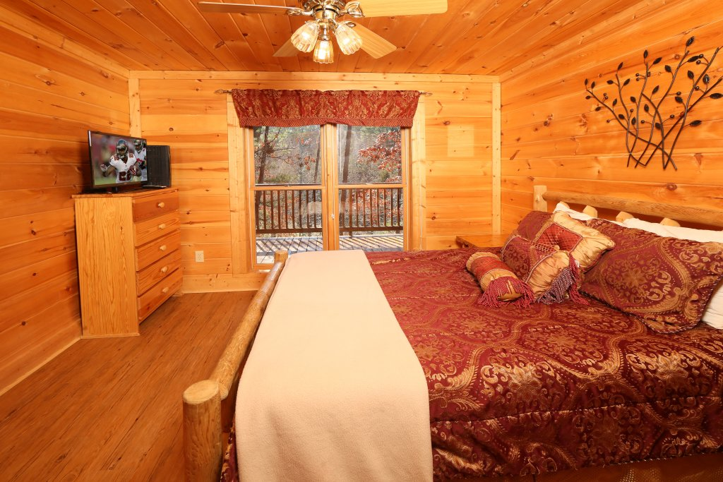 Photo of a Pigeon Forge Cabin named Big Pine Lodge - This is the thirteenth photo in the set.