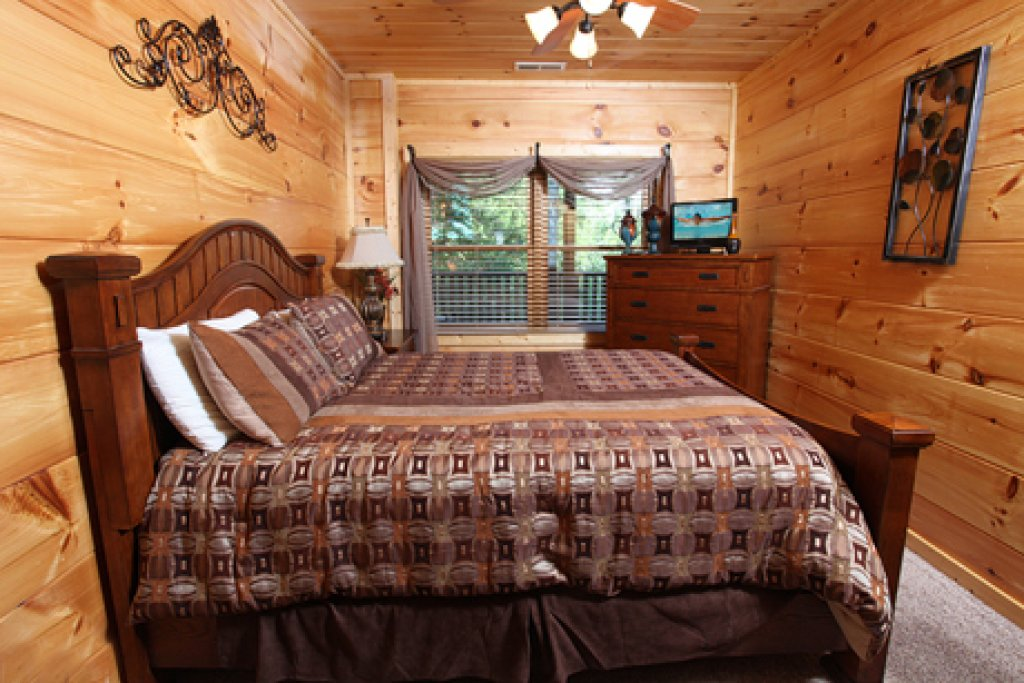 Photo of a Sevierville Cabin named Off The Clock - This is the seventh photo in the set.