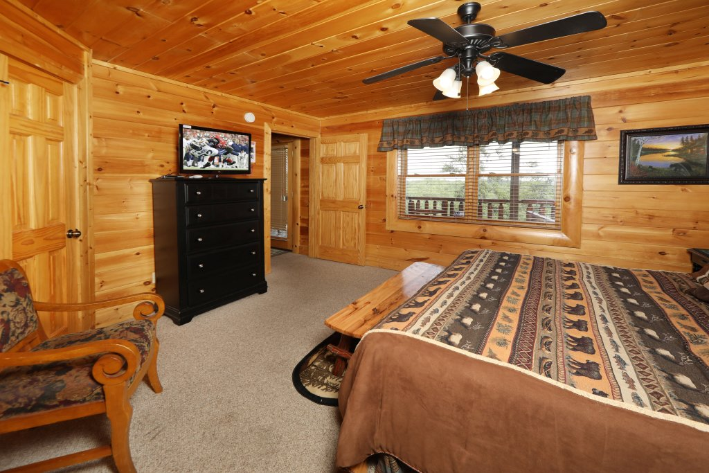 Photo of a Sevierville Cabin named Celebration Lodge - This is the seventh photo in the set.