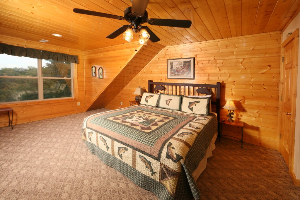 Photo of a Sevierville Cabin named Mountain Shadow Lodge - This is the eighth photo in the set.