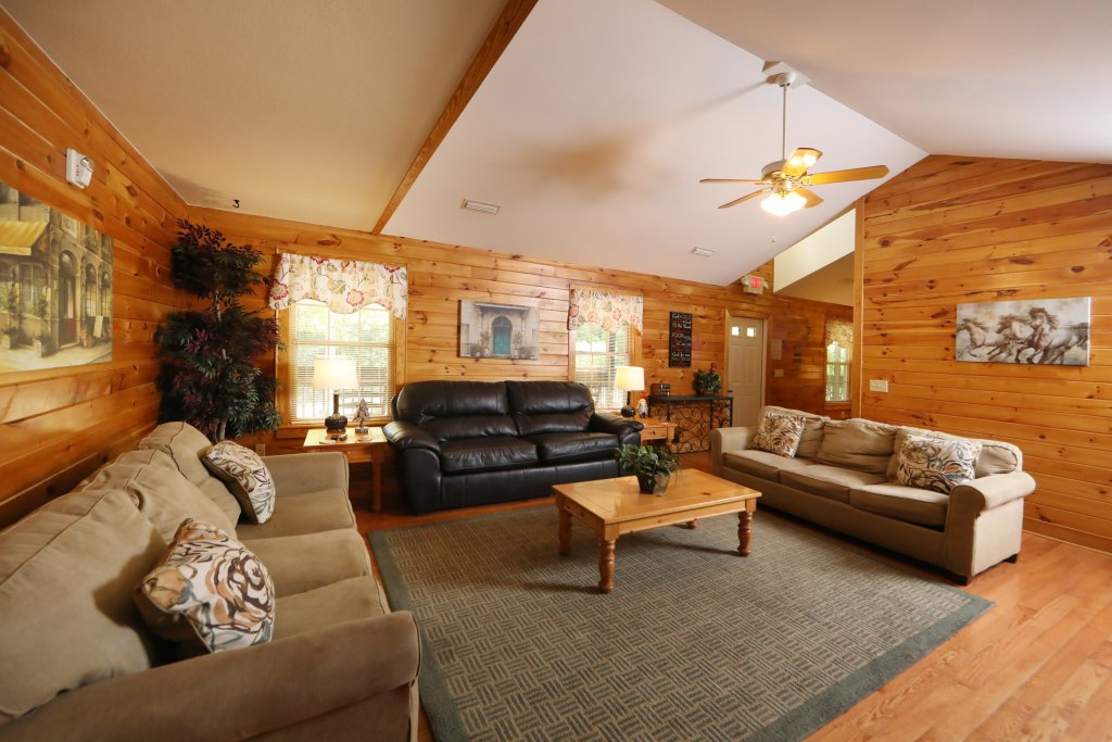 Photo of a Pigeon Forge Chalet named Oak Tree Lodge (#3) - This is the seventh photo in the set.