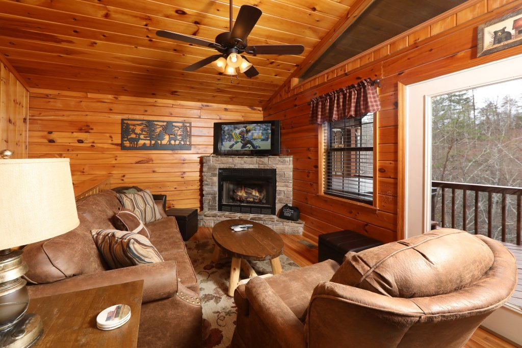 Photo of a Pigeon Forge Cabin named Just Hanging Out - This is the second photo in the set.