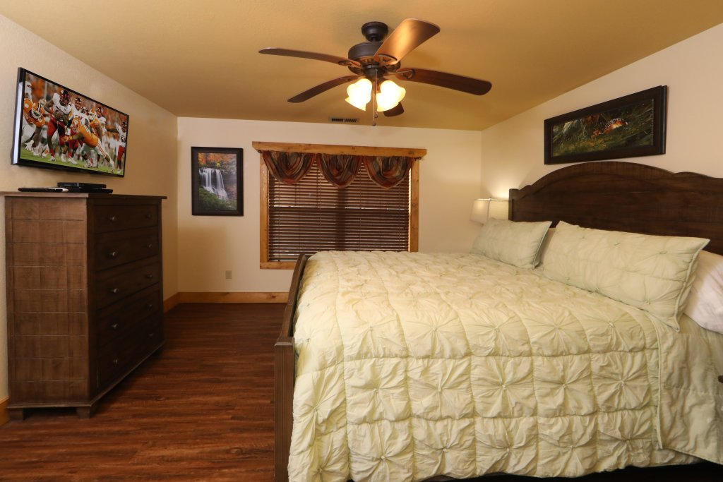 Photo of a Gatlinburg Chalet named Aqua Paradise - This is the twenty-seventh photo in the set.