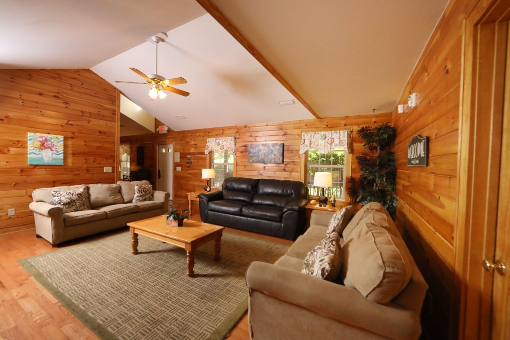 Photo of a Pigeon Forge Chalet named Oak Tree Lodge (#3) - This is the fifth photo in the set.