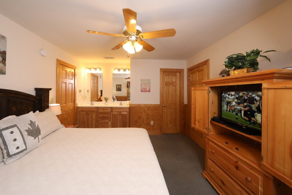 Photo of a Pigeon Forge Chalet named Oak Tree Lodge (#3) - This is the eleventh photo in the set.