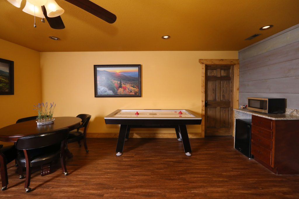 Photo of a Gatlinburg Chalet named Aqua Paradise - This is the thirty-ninth photo in the set.