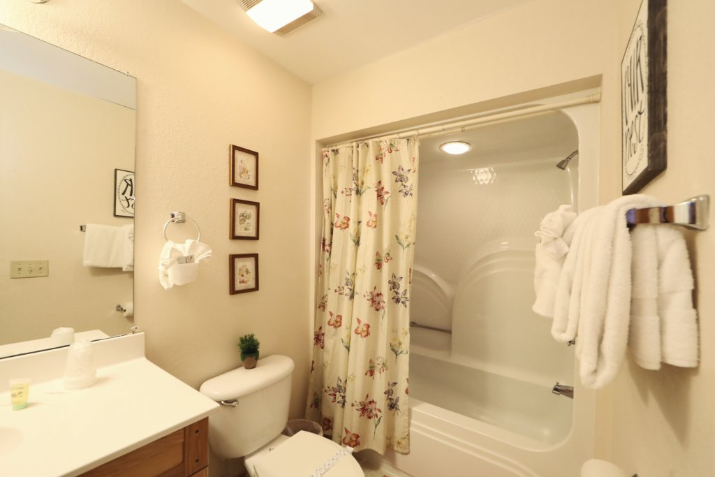 Photo of a Pigeon Forge Chalet named Oak Tree Lodge (#3) - This is the forty-first photo in the set.