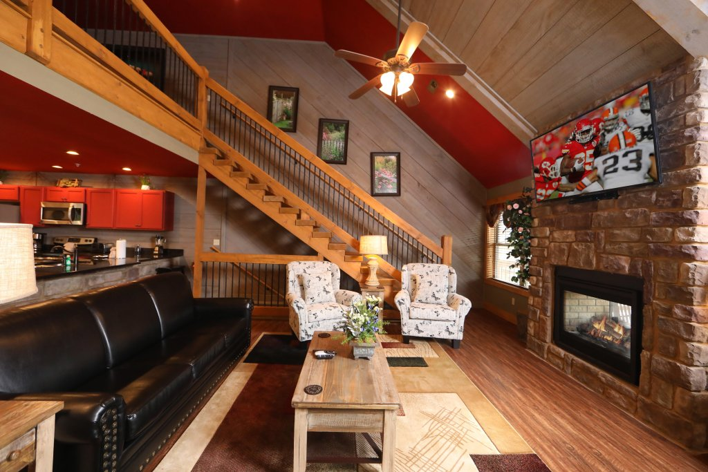 Photo of a Gatlinburg Chalet named Aqua Paradise - This is the third photo in the set.
