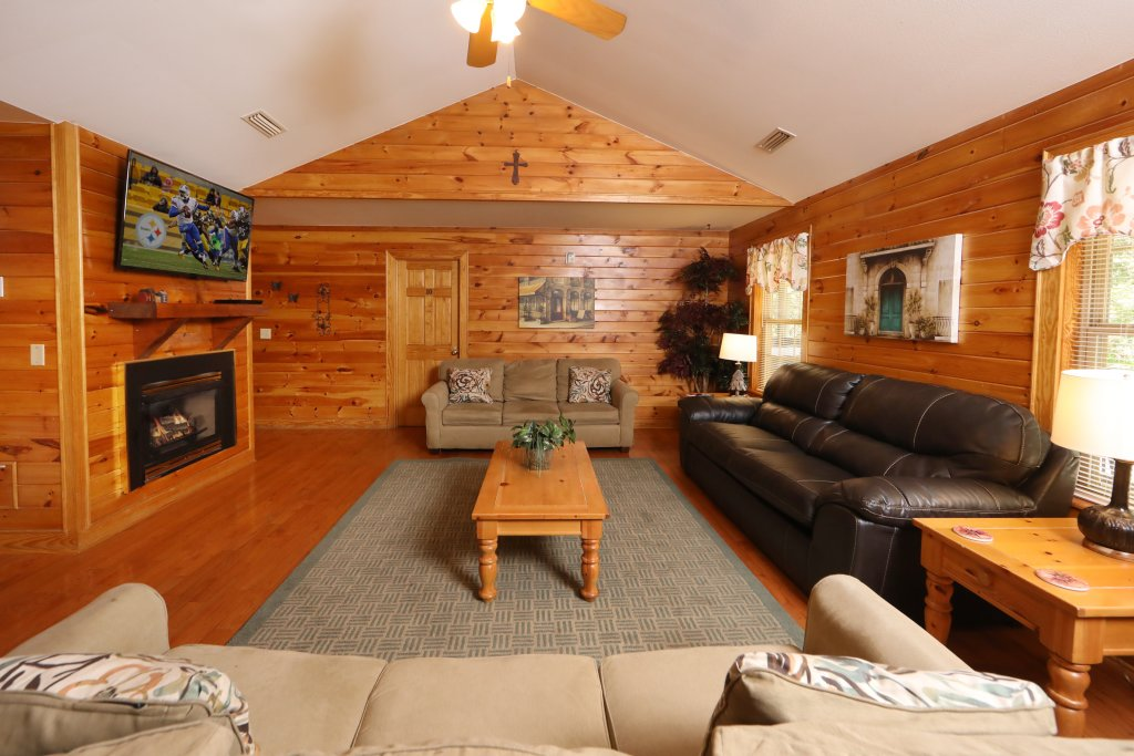 Photo of a Pigeon Forge Chalet named Oak Tree Lodge (#3) - This is the sixth photo in the set.
