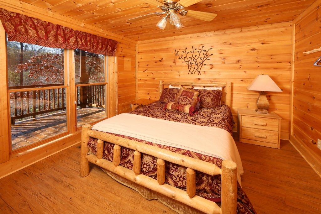 Photo of a Pigeon Forge Cabin named Big Pine Lodge - This is the ninth photo in the set.