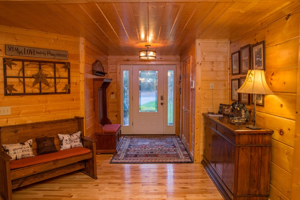 Photo of a Sevierville Cabin named Cub Creek Lodge - This is the second photo in the set.