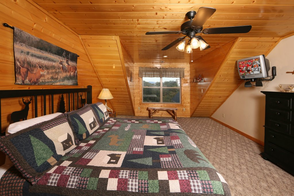 Photo of a Sevierville Cabin named Mountain Shadow Lodge - This is the sixth photo in the set.