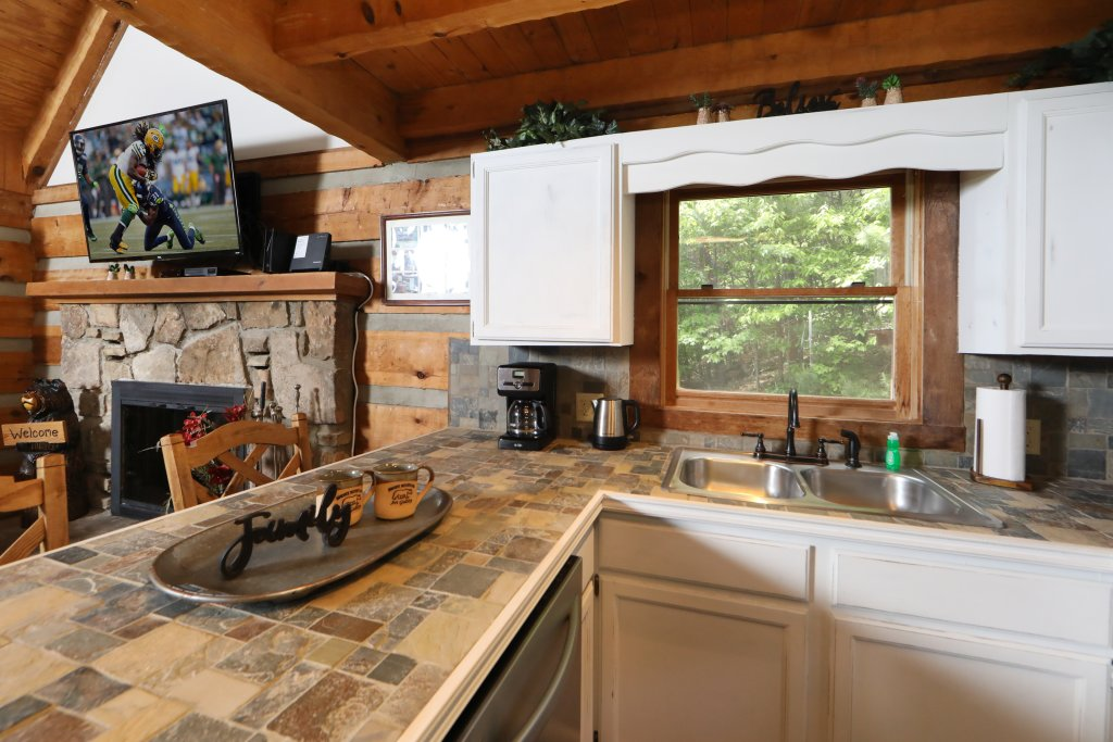 Photo of a Gatlinburg Cabin named Bear Trails - This is the twenty-second photo in the set.