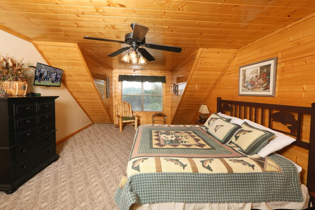 Photo of a Sevierville Cabin named Mountain Shadow Lodge - This is the ninth photo in the set.