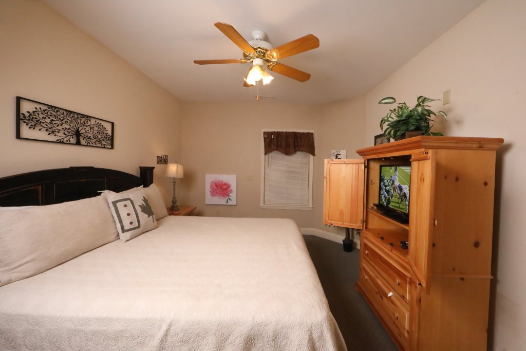 Photo of a Pigeon Forge Chalet named Oak Tree Lodge (#3) - This is the fifty-second photo in the set.