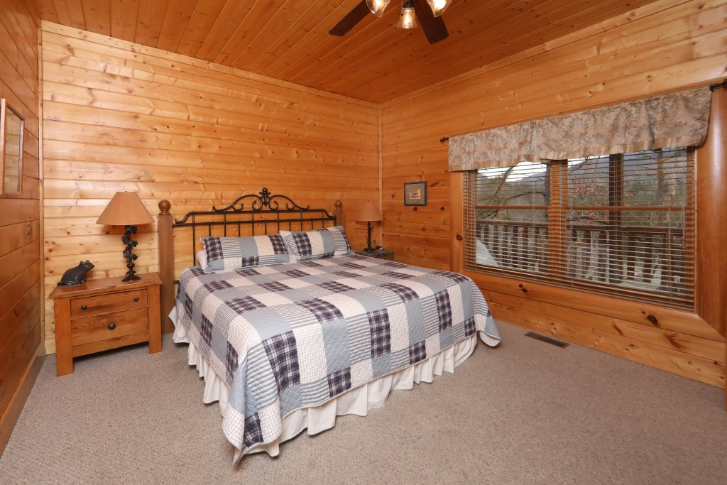 Photo of a Sevierville Cabin named Echoes Of Eden - This is the twenty-first photo in the set.