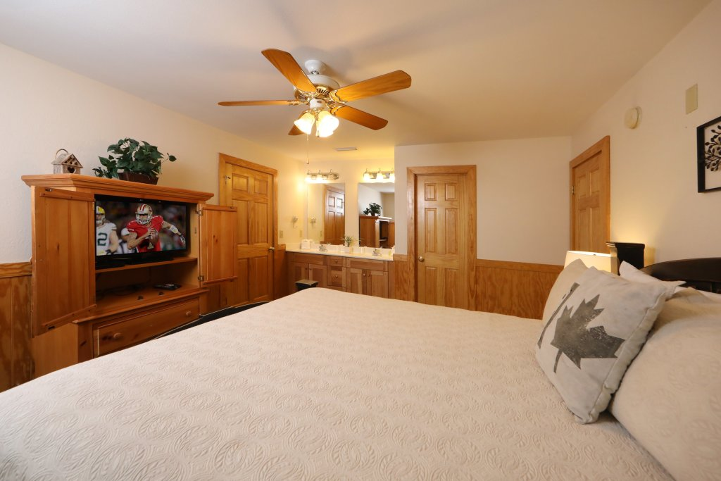 Photo of a Pigeon Forge Chalet named Oak Tree Lodge (#3) - This is the ninth photo in the set.