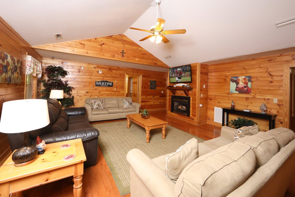Photo of a Pigeon Forge Chalet named Oak Tree Lodge (#3) - This is the fourth photo in the set.