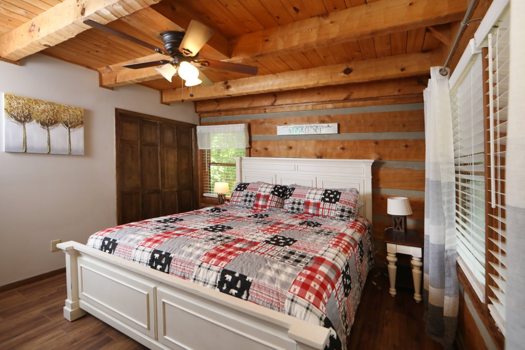 Photo of a Gatlinburg Cabin named Bear Trails - This is the eighth photo in the set.
