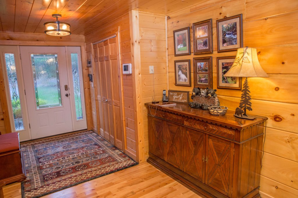Photo of a Sevierville Cabin named Cub Creek Lodge - This is the third photo in the set.