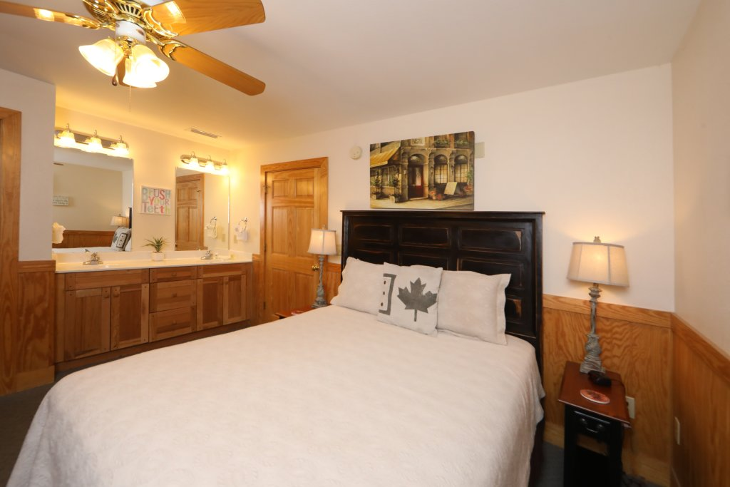 Photo of a Pigeon Forge Chalet named Oak Tree Lodge (#3) - This is the fourteenth photo in the set.
