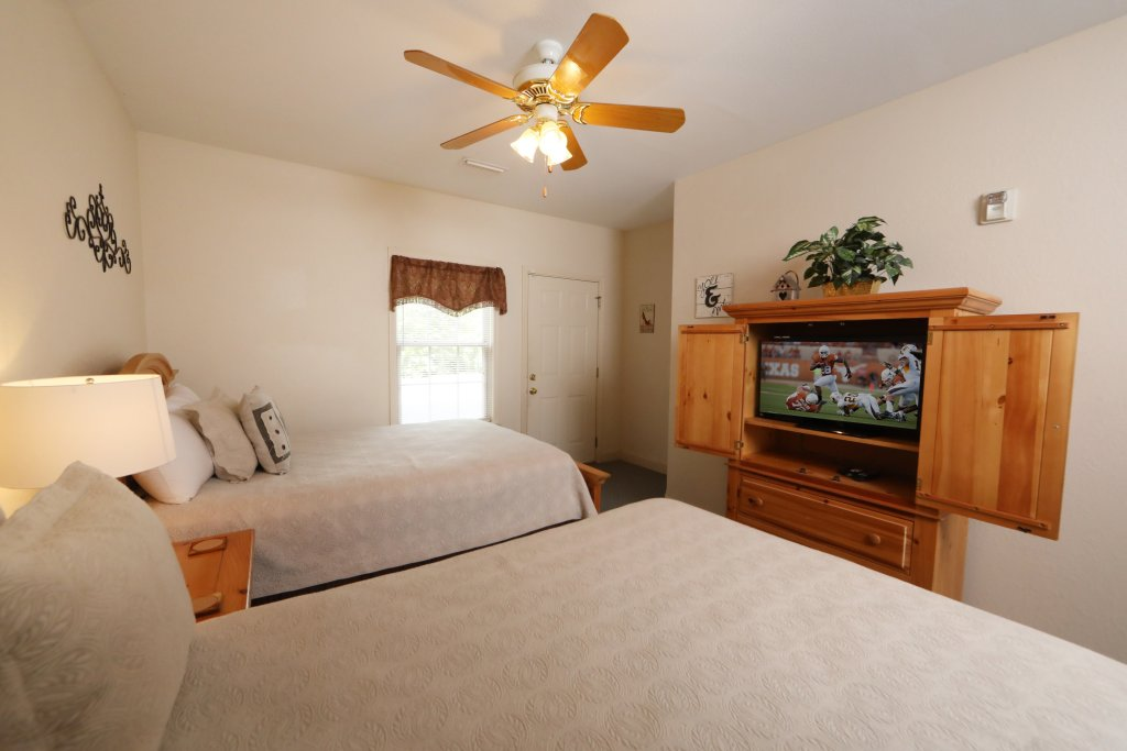 Photo of a Pigeon Forge Chalet named Oak Tree Lodge (#3) - This is the thirty-second photo in the set.