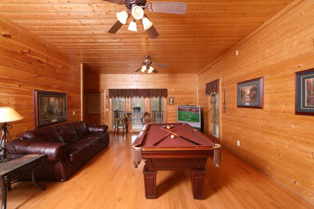 Photo of a Sevierville Cabin named Echoes Of Eden - This is the twenty-fifth photo in the set.
