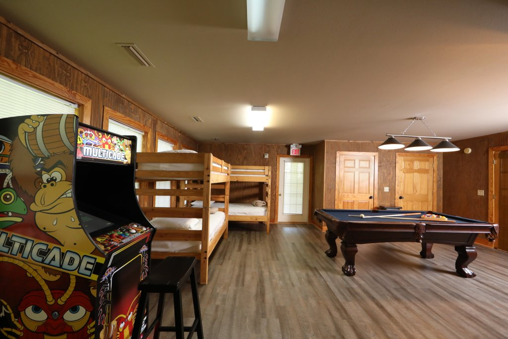 Photo of a Pigeon Forge Chalet named Oak Tree Lodge (#3) - This is the sixty-fourth photo in the set.