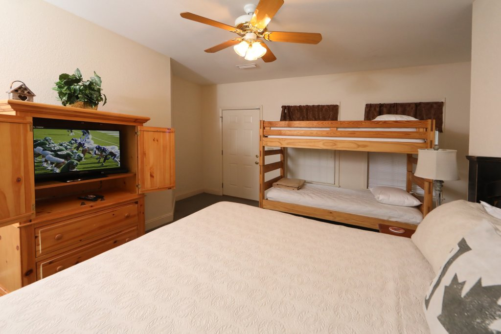 Photo of a Pigeon Forge Chalet named Oak Tree Lodge (#3) - This is the forty-fourth photo in the set.
