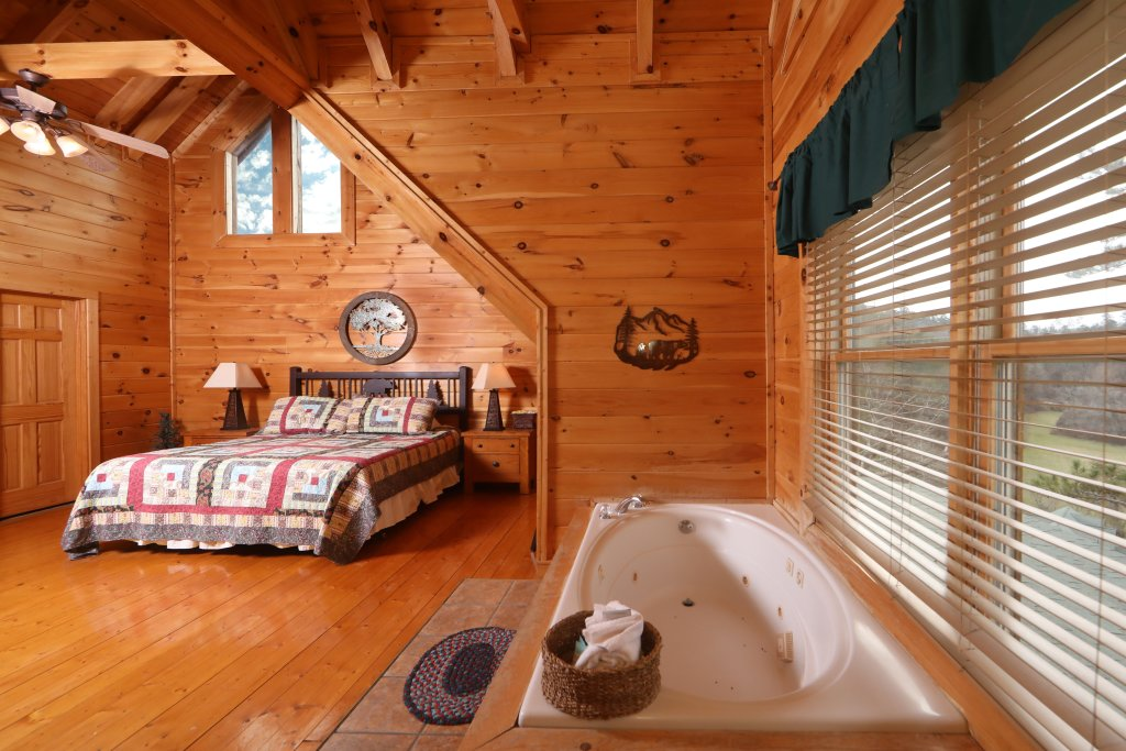 Photo of a Sevierville Cabin named Echoes Of Eden - This is the seventh photo in the set.