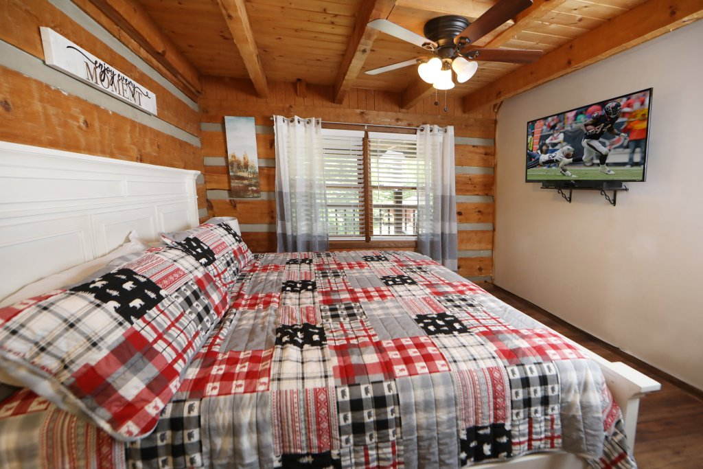 Photo of a Gatlinburg Cabin named Bear Trails - This is the sixth photo in the set.