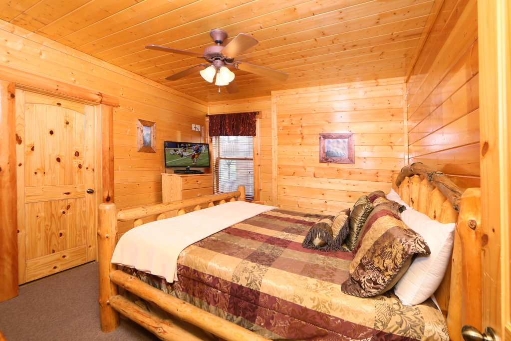 Photo of a Sevierville Cabin named Rising Eagle Lodge - This is the eighteenth photo in the set.