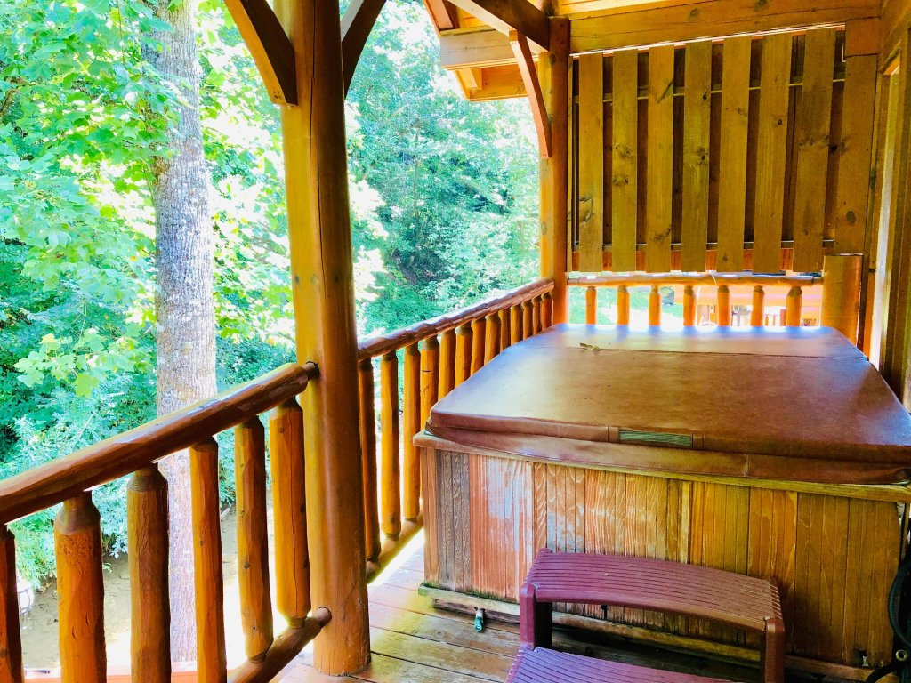 Photo of a Pigeon Forge Cabin named Creekside Dreams - This is the twenty-sixth photo in the set.