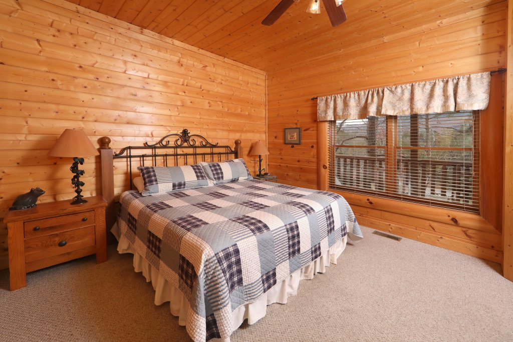 Photo of a Sevierville Cabin named Echoes Of Eden - This is the eighteenth photo in the set.