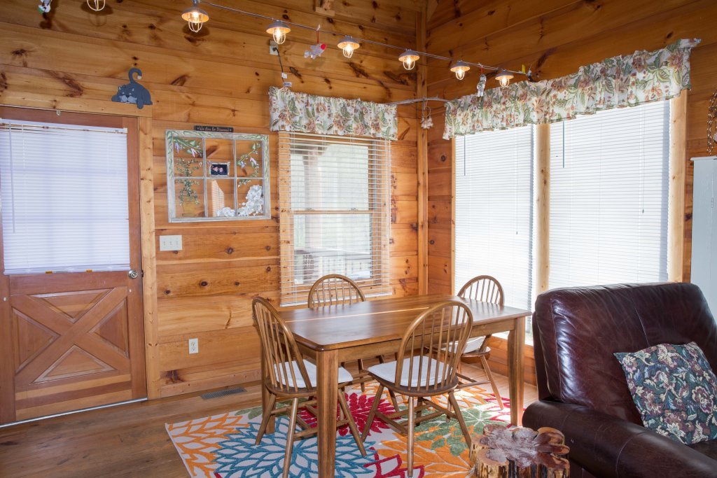 Photo of a Sevierville Cabin named On Mountain Time - This is the fifteenth photo in the set.