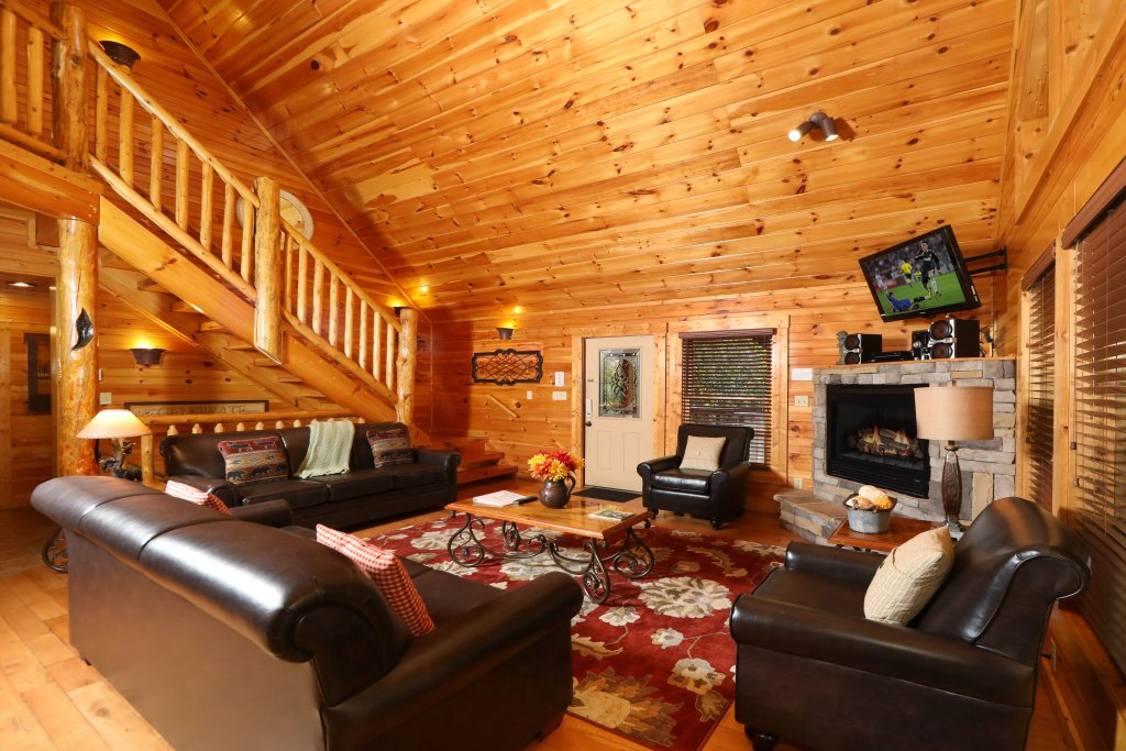 Photo of a Sevierville Cabin named Smoky Bear Manor - This is the fourth photo in the set.