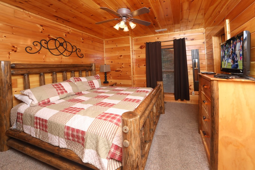 Photo of a Sevierville Cabin named Playhouse Cinema - This is the twentieth photo in the set.