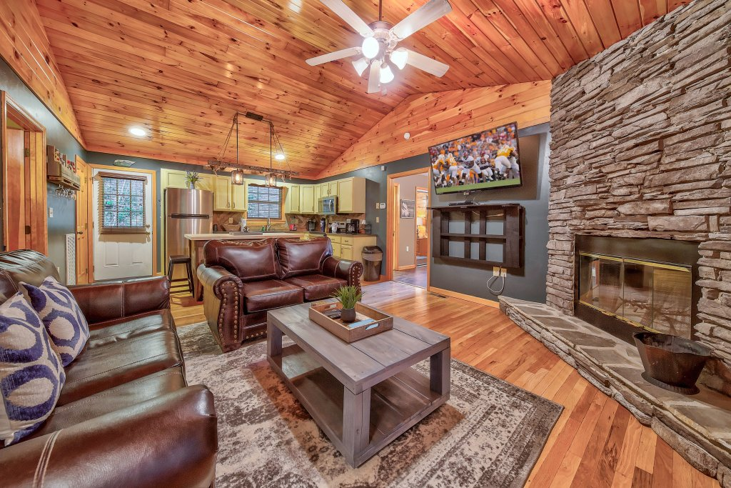 Photo of a Gatlinburg Chalet named Blue Mountain Mist - This is the first photo in the set.