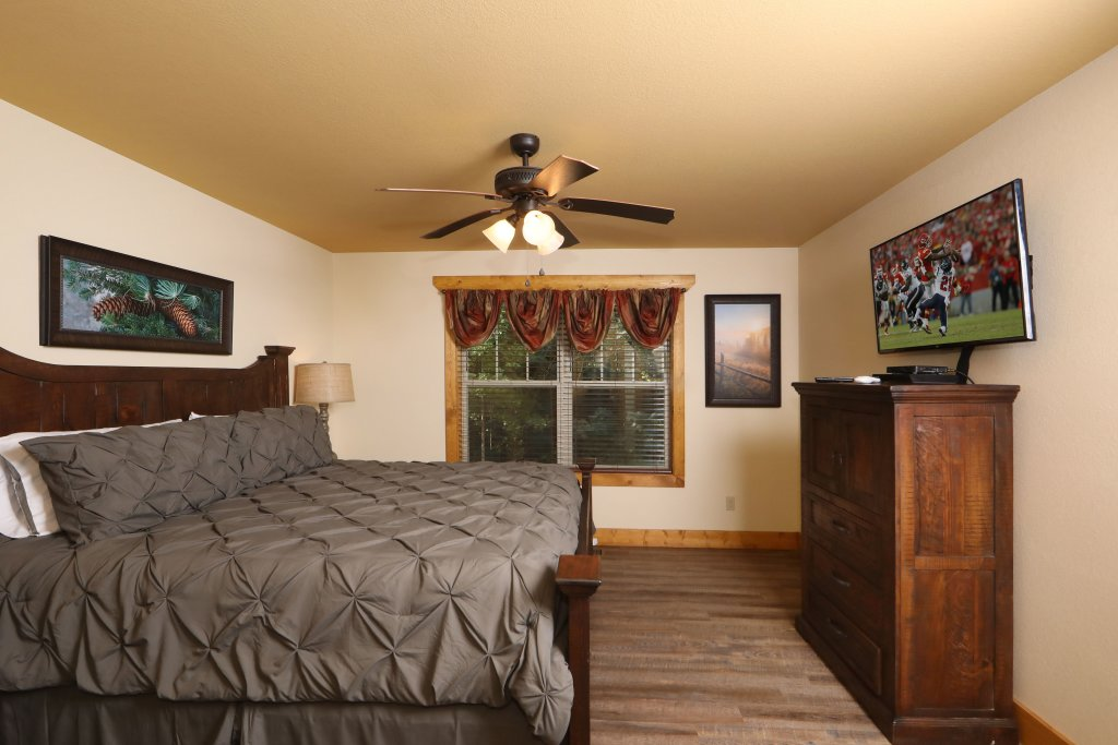 Photo of a Gatlinburg Chalet named Splash Mansion - This is the fourteenth photo in the set.