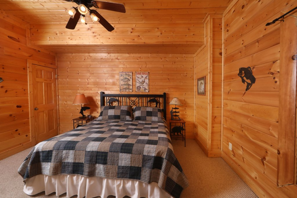 Photo of a Sevierville Cabin named Echoes Of Eden - This is the sixteenth photo in the set.