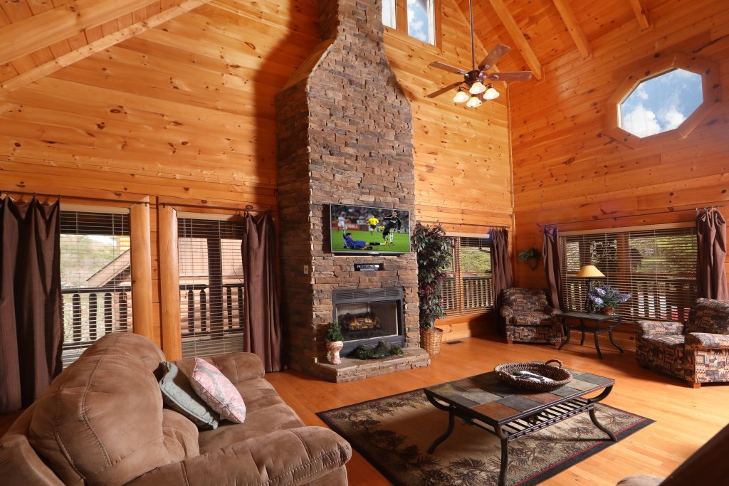 Photo of a Sevierville Cabin named Echoes Of Eden - This is the third photo in the set.