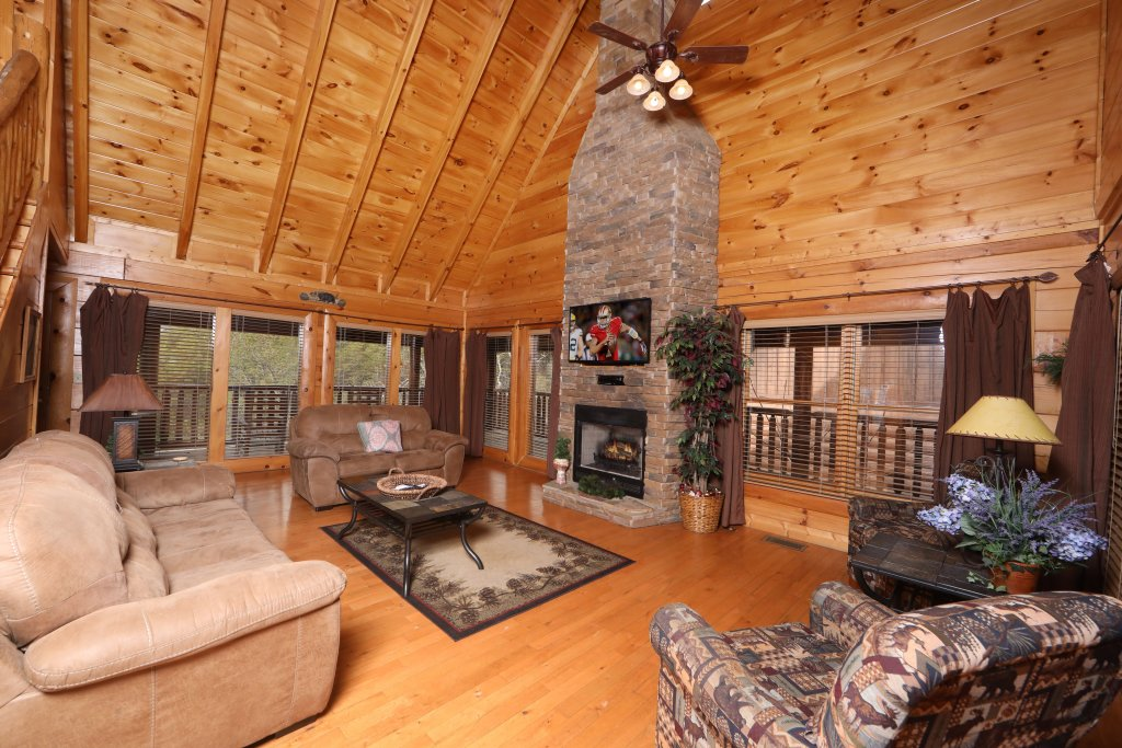 Photo of a Sevierville Cabin named Echoes Of Eden - This is the second photo in the set.